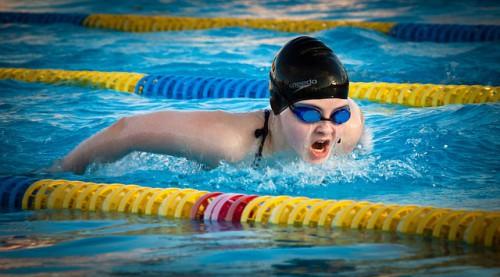 swimming-1265932_640